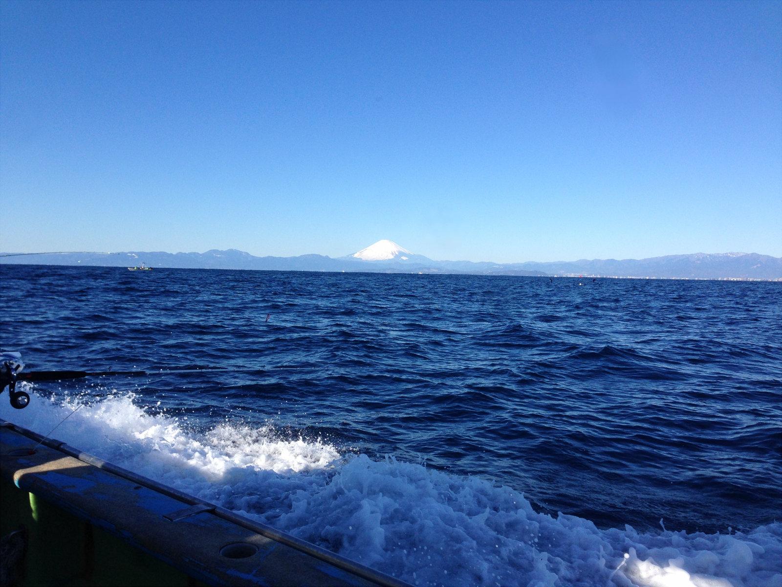 船上から見た富士山